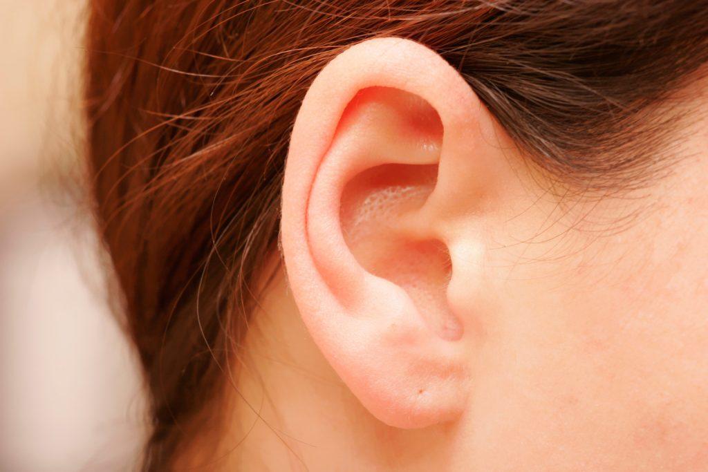 Hajnövesztés a fülön